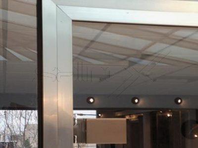 συστήματα αλουμινίου & pvc γκλαβάς - γυάλινη πόρτα τύπου κάσα-γωνία