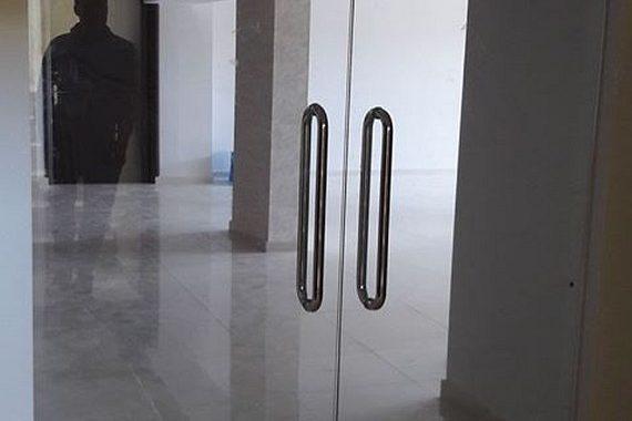 γυάλινη δίφυλλη πόρτα με τζάμια securite