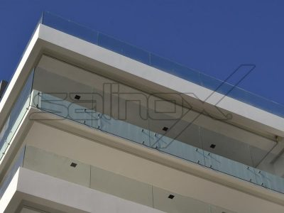 συστήματα αλουμινίου & pvc γκλαβάς - γυάλινο κάγκελο με αποστάτη f40