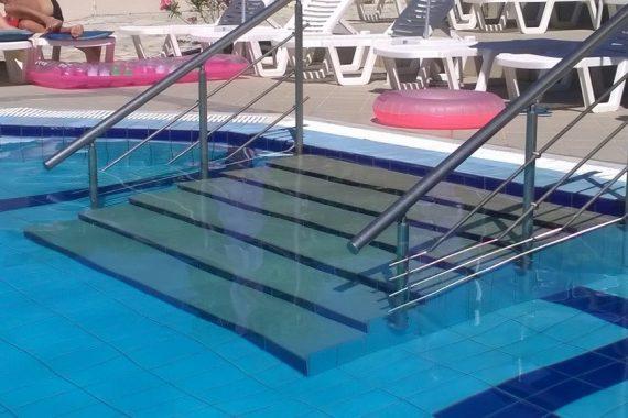 κάγκελα πισίνας